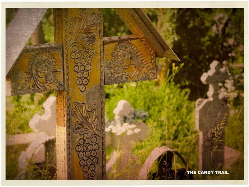 graveyard marker botiza-village-romania_01