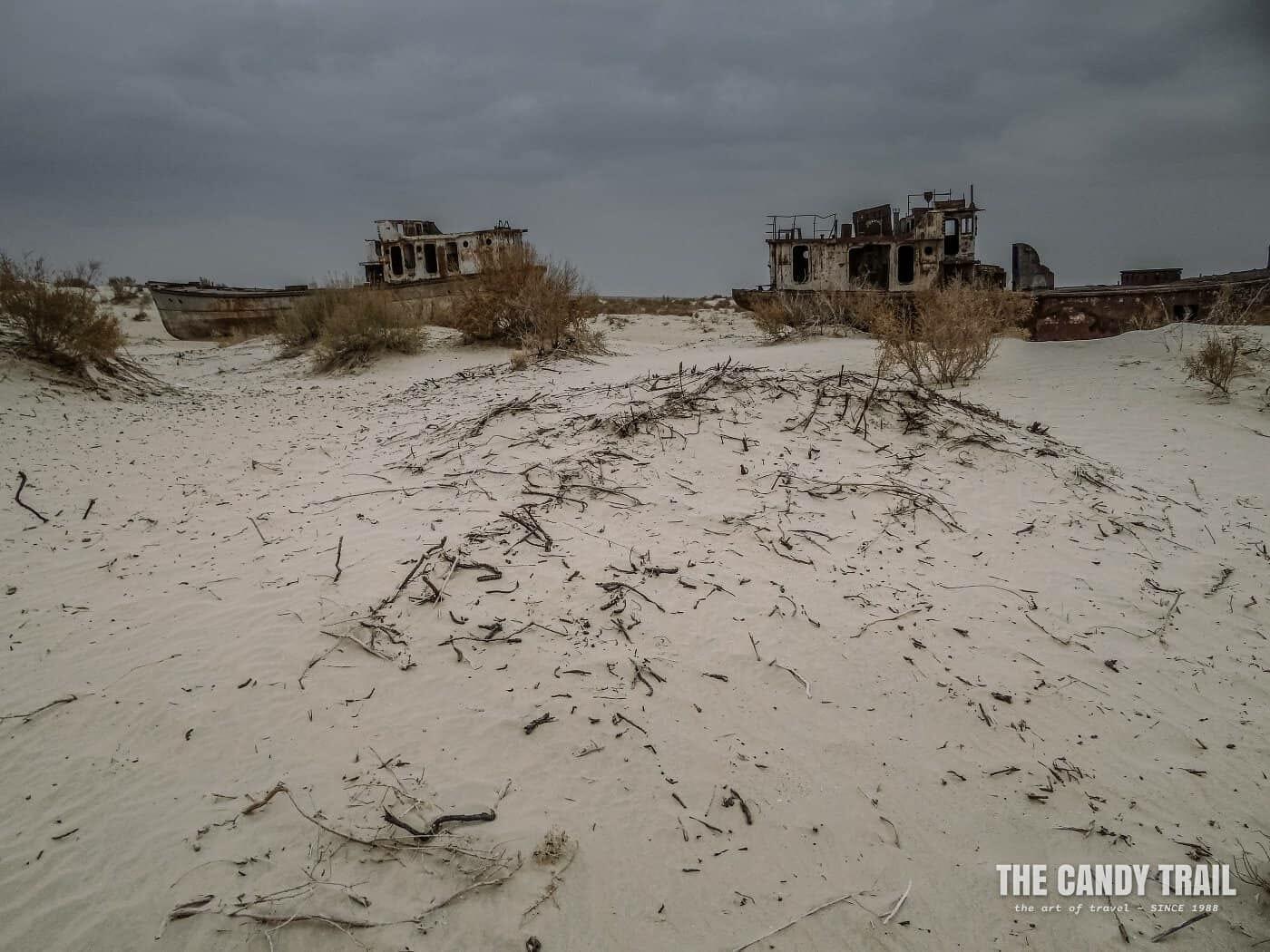 dead ships in sand moynaq aral sea