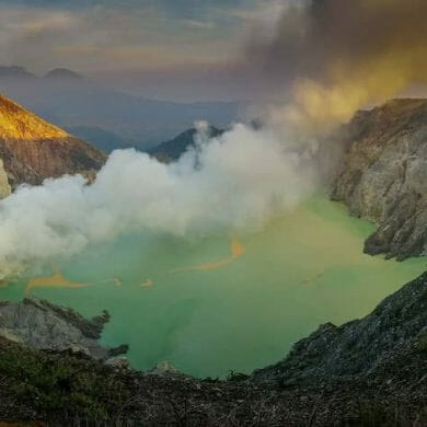 smoking ijen volcano indonesia panorama dawn
