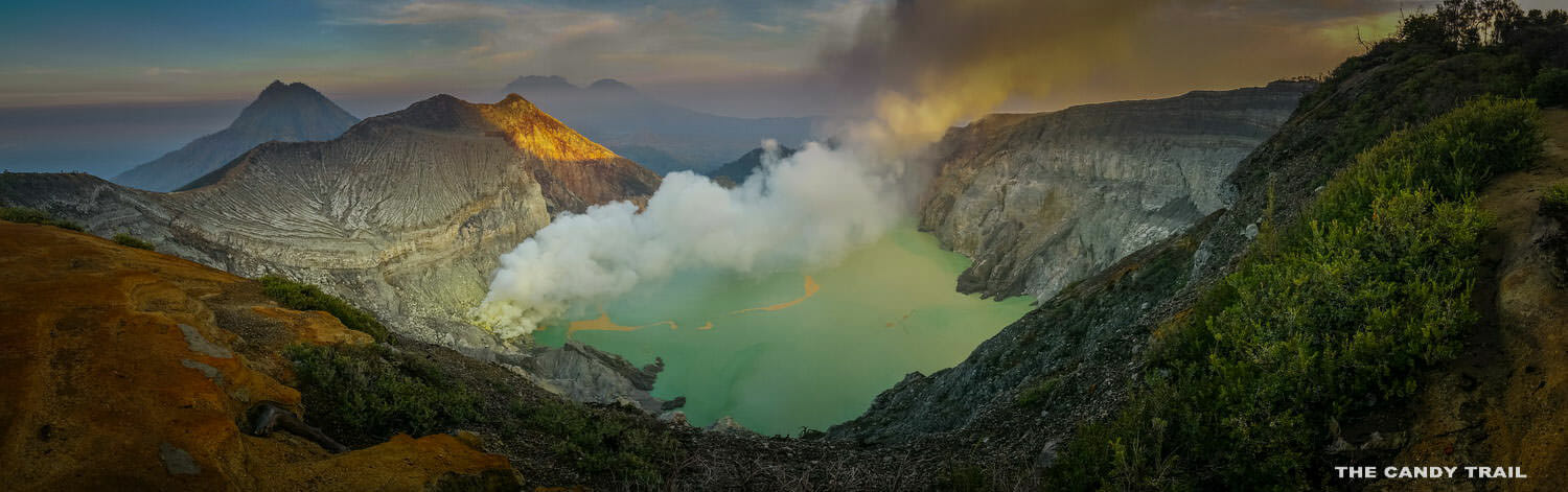 smoking-ijen-volcano-indonesia-panorama-dawn