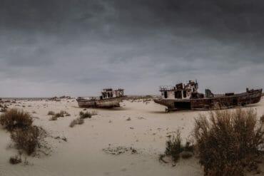 wrecked ships aral sea moynaq uzbekistan
