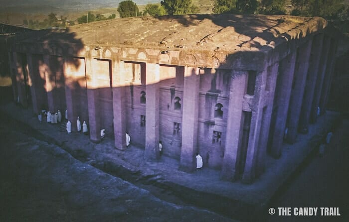 worshippers-medhane-alem-church-lalibela