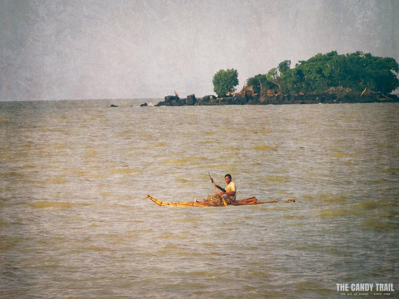 papyrus-canoe-lake-tana-ethiopia