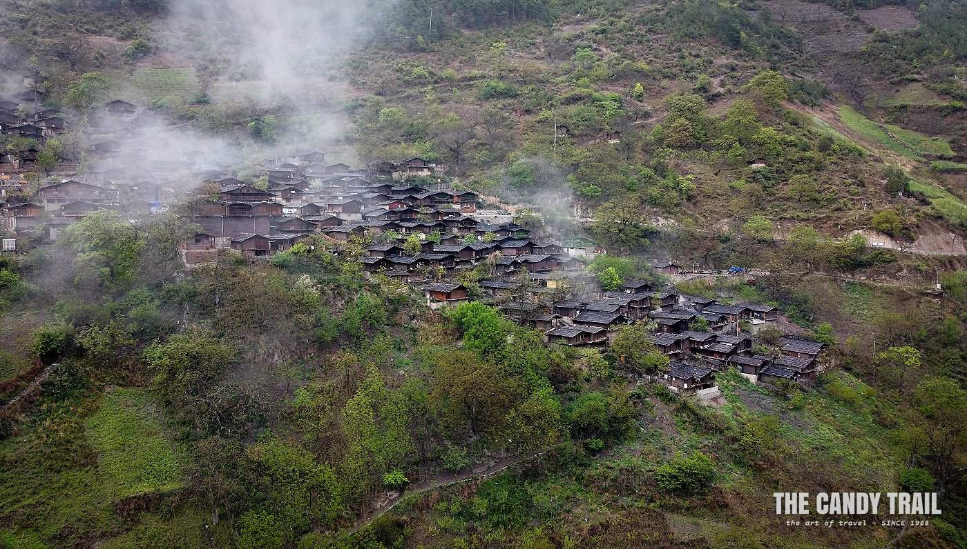 Tong Le - Lisu Minority Village amid clouds of Yunnan