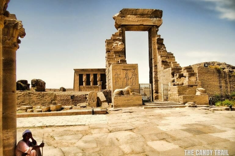 ruined-gate-dendara-hathor-temple-egypt