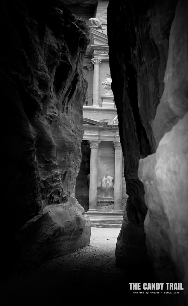 siq narrow entrance to petra jordan