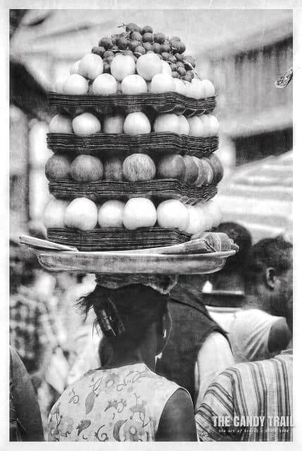 fruit-trays-balanced-on-head-ghana